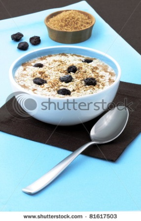 stock-photo-cooked-healthy-oat-meal-with-cinamon-delicious-and-important-part-of-your-daily-nutrition-plan-81617503.jpg